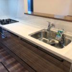 ◆キッチンには便利な勝手口、食洗器、3口コンロ付き♪(キッチン)