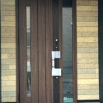 ◆玄関扉◆ドアのボタンを押すだけで施錠が出来るワンタッチ扉♪